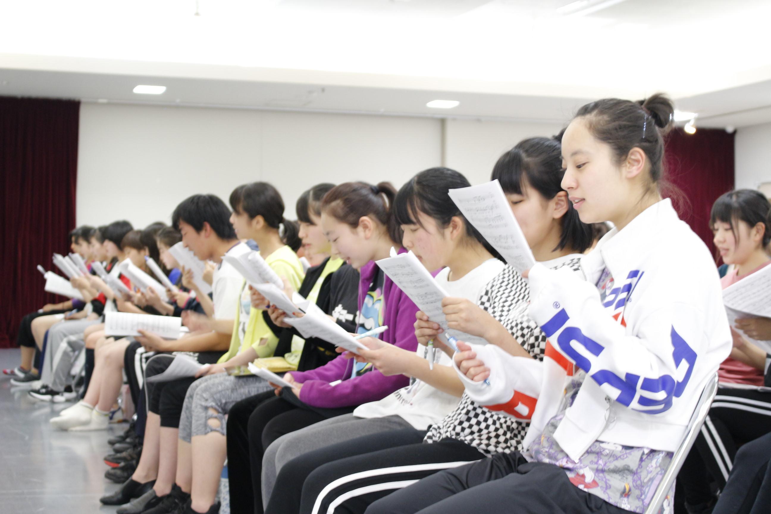 高校生は3日で英語や中国語でプレゼンできるようになるか?ミュージカルをつくれるか?